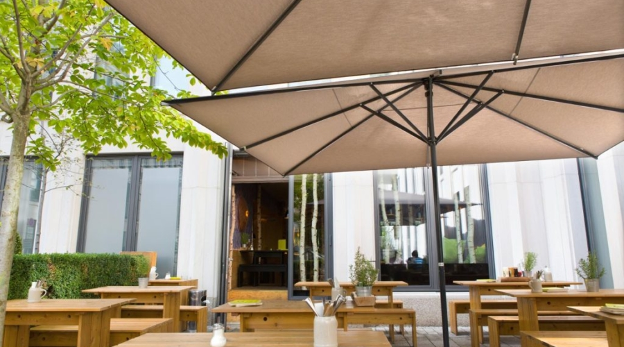 samara-parasol-patio-umbrella-caravita-brown-rectangular-restaurant-hans-im-glueck-germany-04-1-1024×683